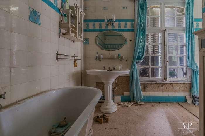 Заброшенный дом во французской деревне