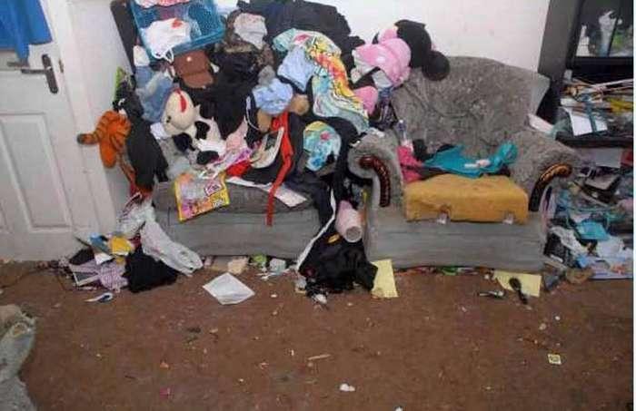 Вот в таком свинарнике жила семья с детьми