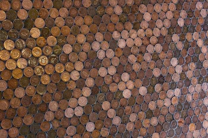 Уникальный пол из монет в парикмахерской