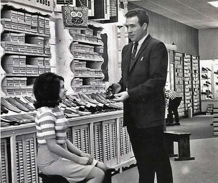Винтажный женский шоппинг и скромные продавцы