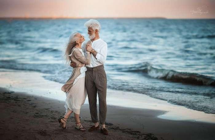 Русский фотограф сняла красивую пожилую пару, чтобы показать, что любовь не подвластна времени.