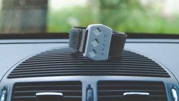 Как не заснуть за рулем? Новый браслет для водителей может спасти сотни тысяч жизней в год