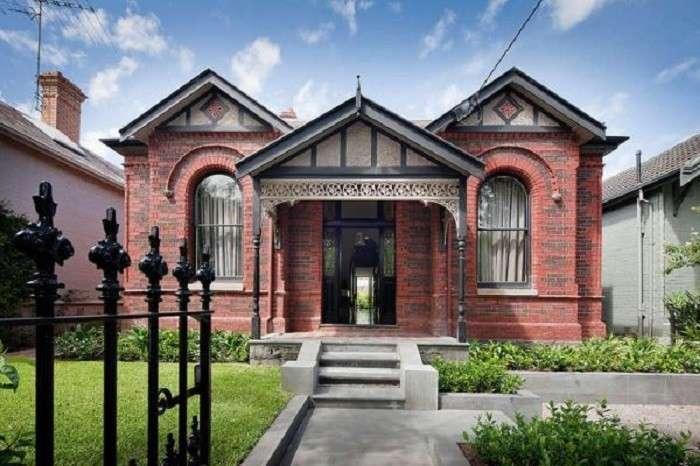 Дом с историческим фасадом и неожиданным интерьером