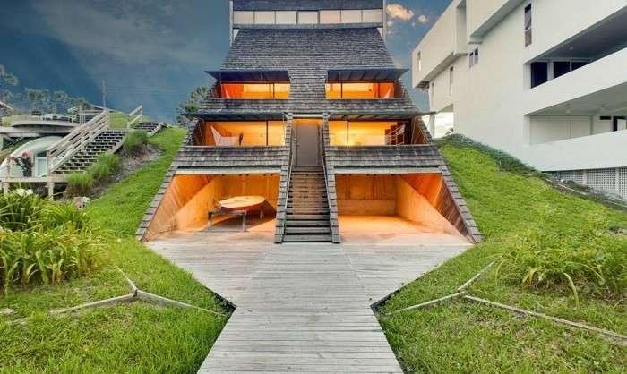 Дом склон на живописном побережье
