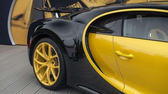 Распаковка первого в США Bugatti Chiron