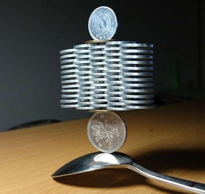 Японский кудесник, который обуздал гравитацию. Великолепные скульптуры из монет!