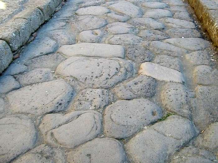 Почему древнеримский бетон сохраняется веками в отличие от современного?