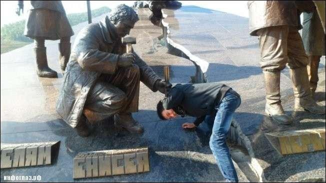 Шутим с памятниками