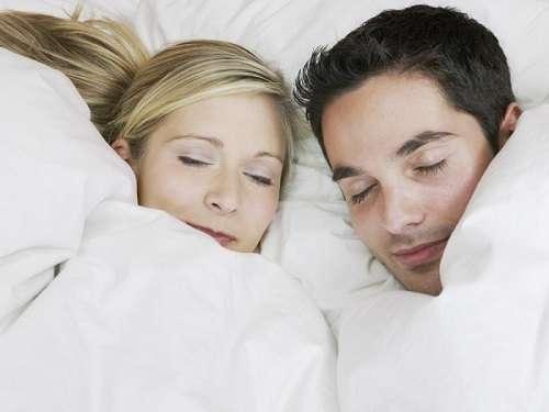 научно доказанных причин, почему тебе действительно полезно спать обнаженным!