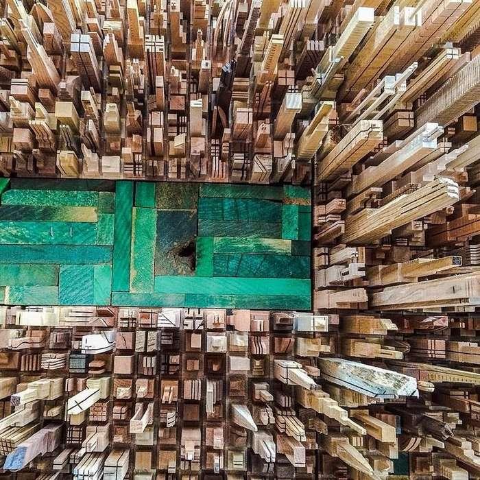 Бывший мебельщик вырезает поразительные городские силуэты из дерева