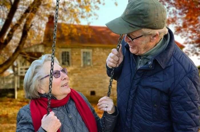 Влюбленные поженились в госпитале через 50 лет после расставания