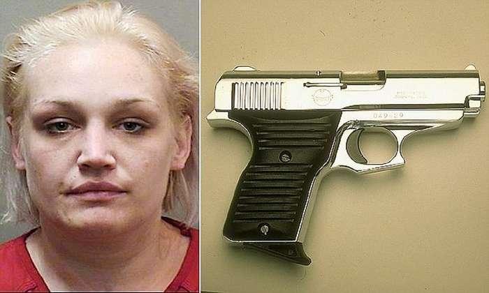 Женщина спрятала пистолет так, что даже полицейские впали в ступор!
