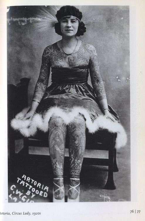 Жена татуировщика, 1905 год. И другие удивительные фотографии.