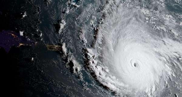 18 душераздирающих фото, сделанных во время бедствий, причиненных ураганом -Ирма-.