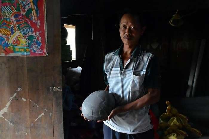 Утёс в Китае каждые 30 лет -несёт- каменные яйца