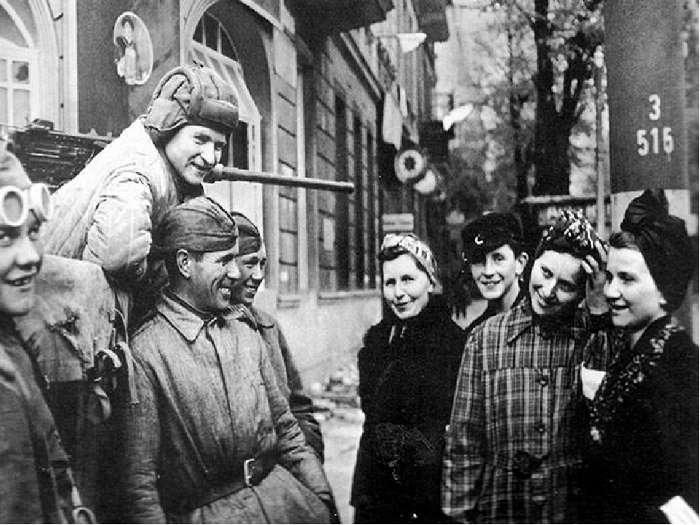 2 млн обесчещенных немок и другие мифы о -советской оккупации- Германии