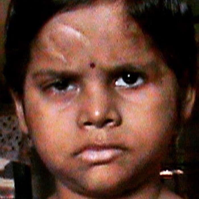 Женщина удочерила изуродованную девочку. Спустя полгода она снова полетела за океан…
