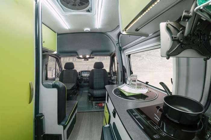 Mercedes Sprinter превратили в комфортабельный дом на колесах для дальних путешествий
