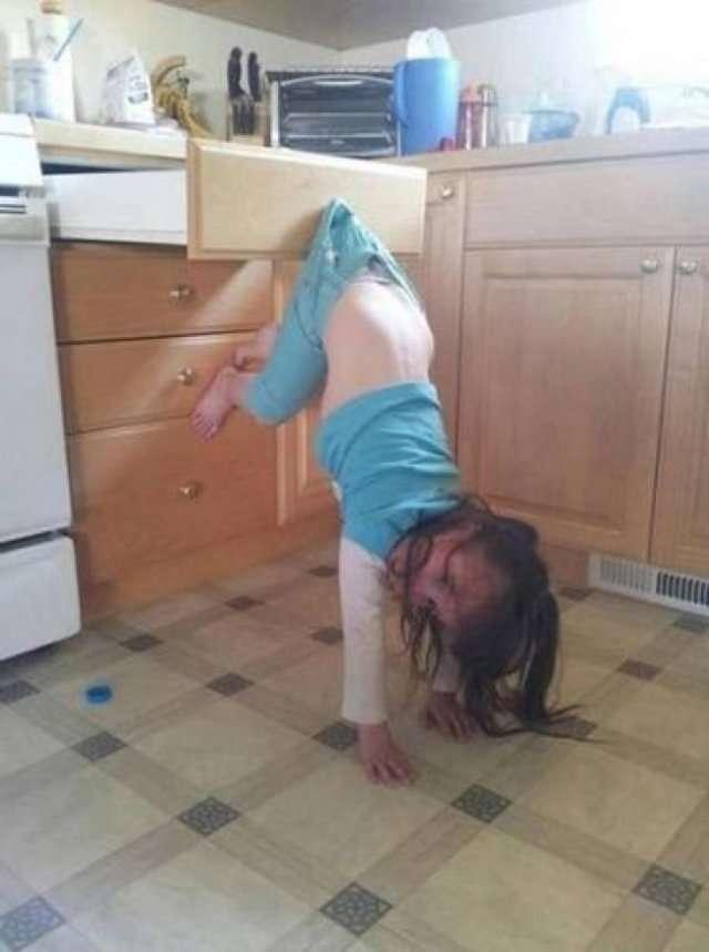 Смешные фото детей, которые попробовали все в этой жизни