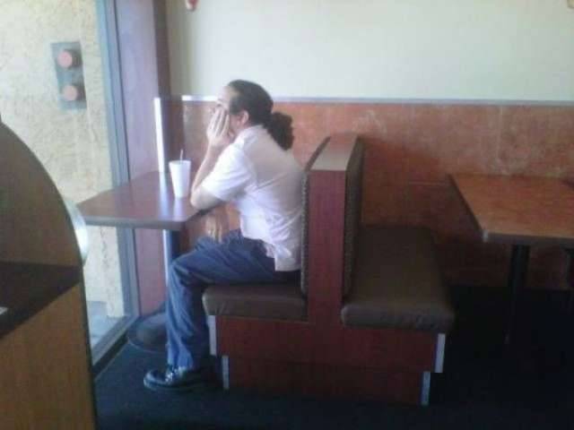 Фотографии вечно одиноких людей