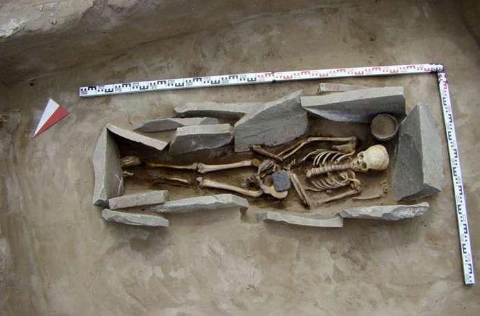 В гробнице женщин хунну в Сибири найдены украшения из необычного материала