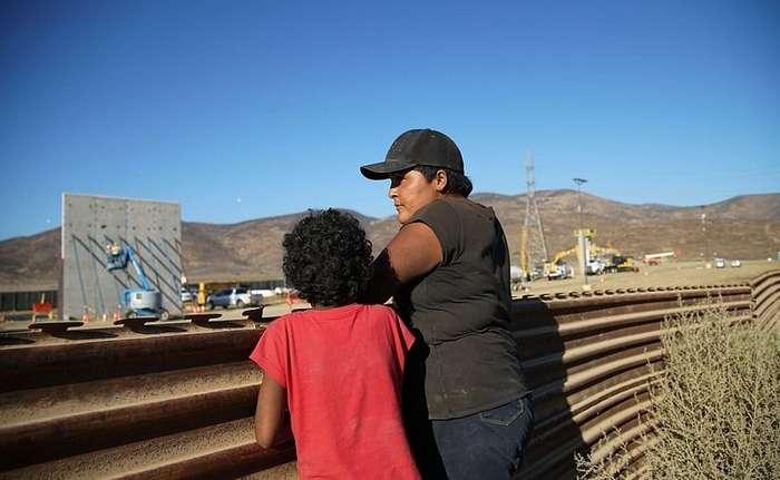 Стена на границе США и Мексики: мега-стройка в фотографиях