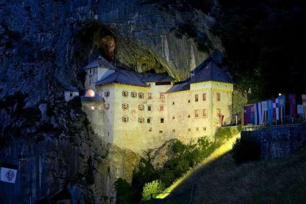10 замков с привидениями