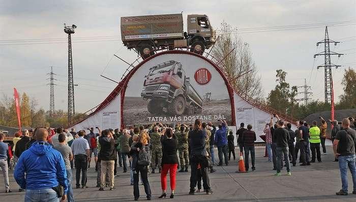 Уникальный трюк на грузовике Tatra