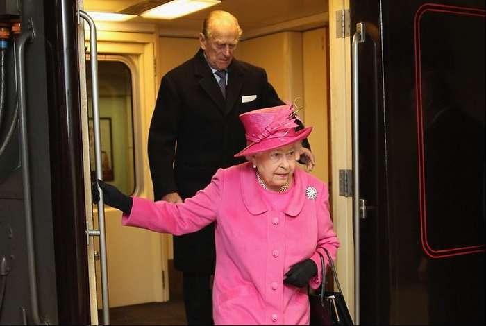 Как королева на поезде путешествует46 position in rating