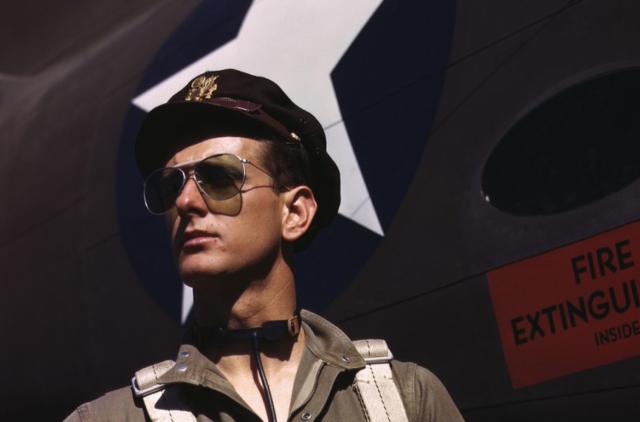 История очков Ray-Ban: пилоты ВВС США, кинофильмы и заправочные станции
