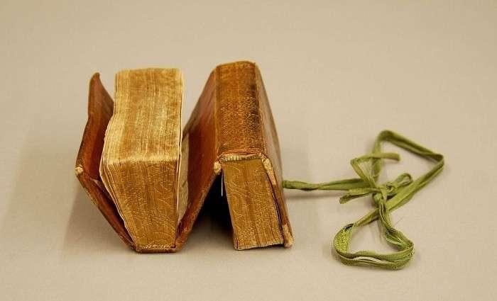 Книги-перевертыши: Старинные издания, которые можно читать с разных сторон