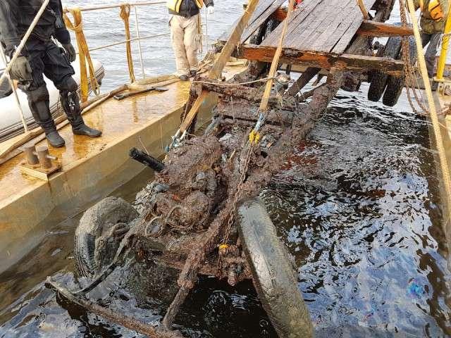 ГАЗ АА -Блокадная полуторка-. Подъем автомобиля из воды