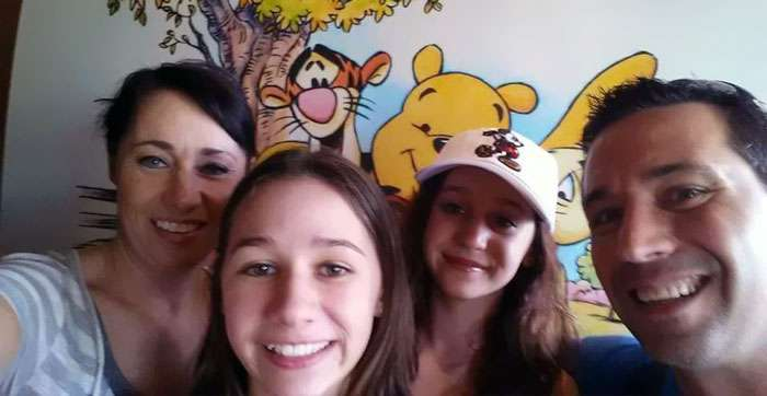 Американка удочерила четырех дочерей своей подруги после того, как та умерла от рака мозга