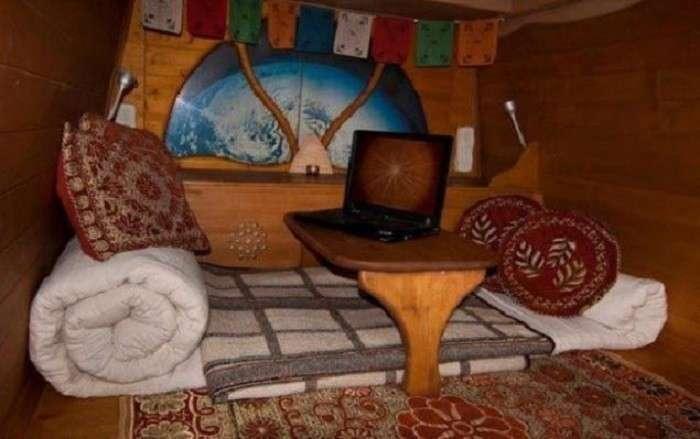 Хозяин переделал этот старый неприметный фургон в отличное жилище