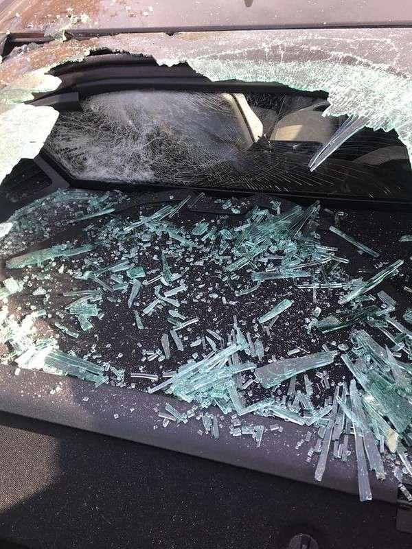 Парень пообещал 10 тысяч долларов тому, кто поможет найти вандала, разбившего его авто