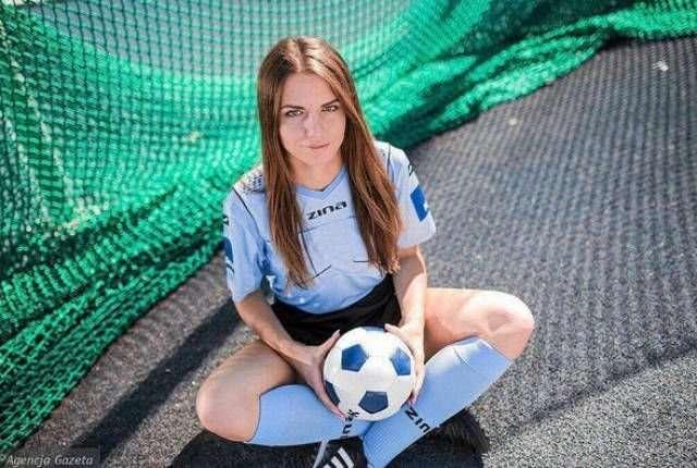 Каролина Божар - -самая красивая женщина в польском футболе-