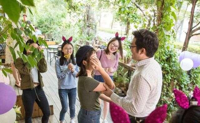 Китаец сделал предложение девушке, используя 25 смартфонов iPhone X