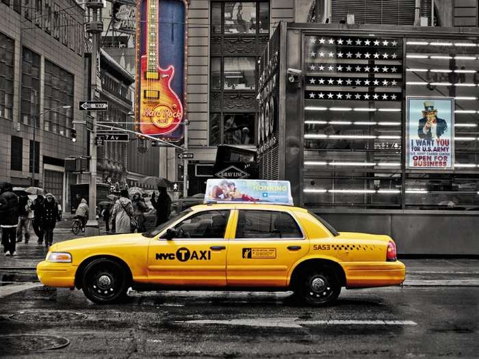 Таксист не дождался пассажира и позвонил в дверь. То, что произошло дальше, изменило его жизнь навсегда.