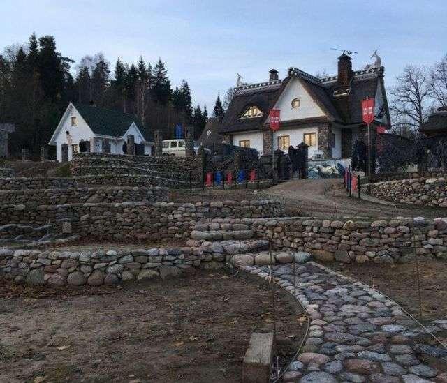 Белорусский предприниматель построил дом-музей, чтобы подарить его жителям города