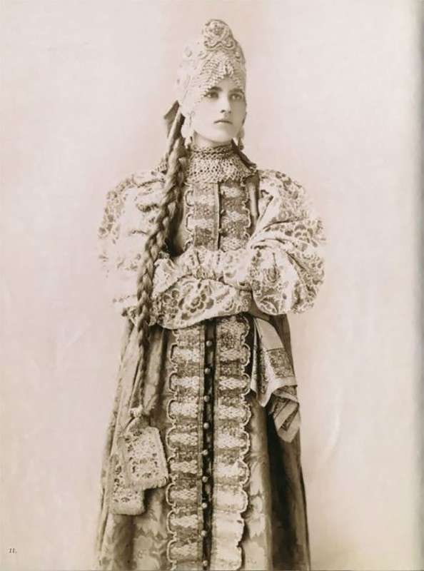 Славянская красота: старинные фотографии русских женщин в традиционных нарядах