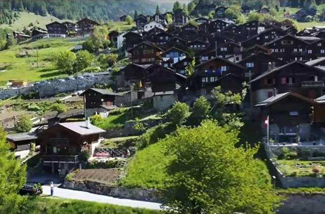 Швейцарская деревня готова поощрять новых жителей денежными грантами