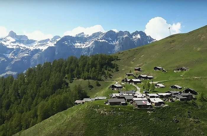 Власти заплатят $70 000 семьям, желающим переехать в швейцарский горный городок