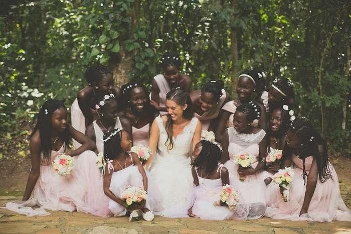 22-летняя американка стала мамой для 13 детей из Уганды