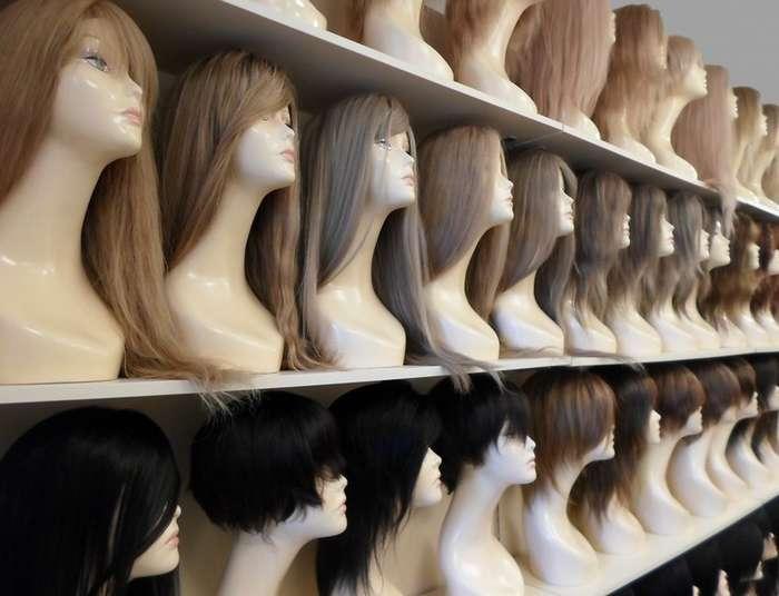 Из чьих волос делают большинство париков