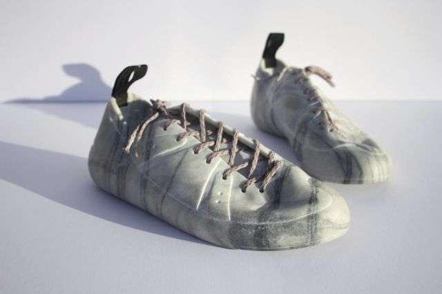 Мраморная одежда и обувь от Аласдаира Томсона
