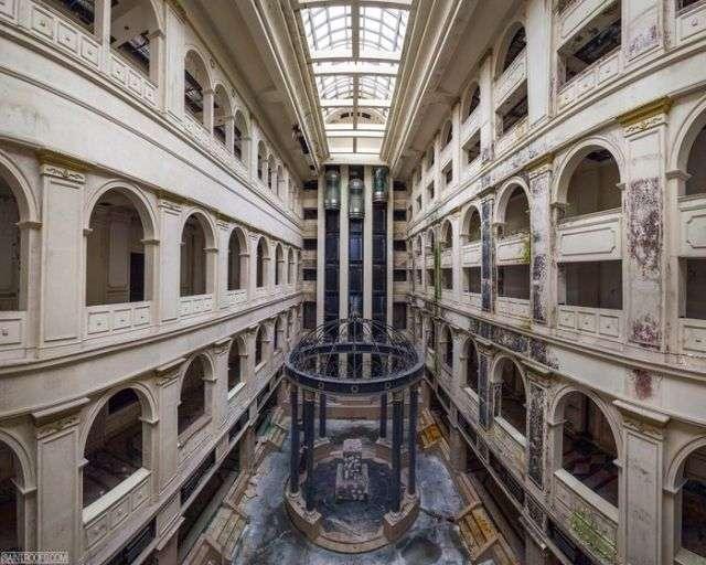 Недостроенная гостиница -Северная корона- в Санкт-Петербурге