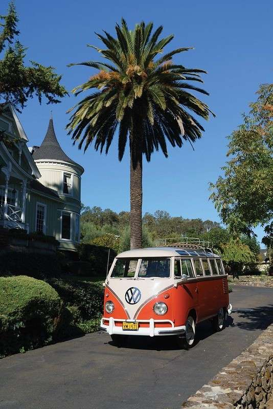 Volkswagen Microbus Deluxe 1960. Как дорого можно продать старый микроавтобус?