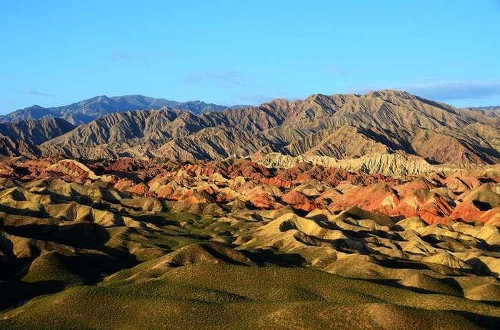 Ландшафт Дэнксия – цветные горы Китая
