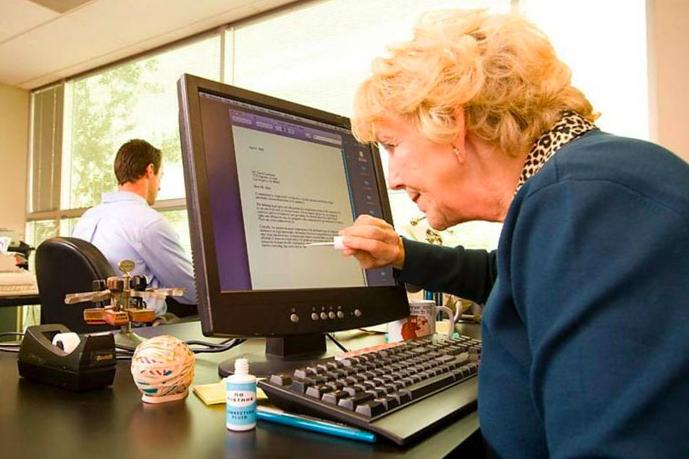 Как старшее поколение находит общий язык с гаджетами