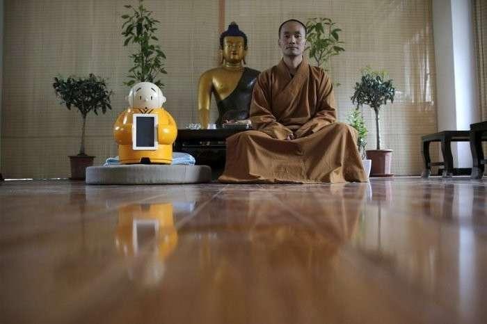 Робот-монах в буддийском храме